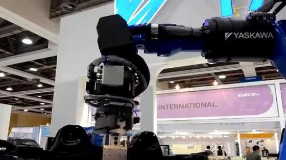 金属加工行业_点焊_安川机器人 1