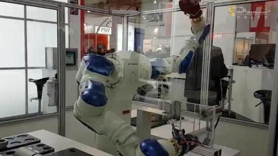 塑料/橡胶行业_装配/组装_安川机器人 4