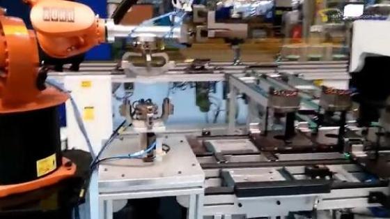 金属加工行业_物料搬运_库卡kuka机器人 3