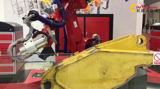 2019工博会_清理_新松SRWF-01机器人