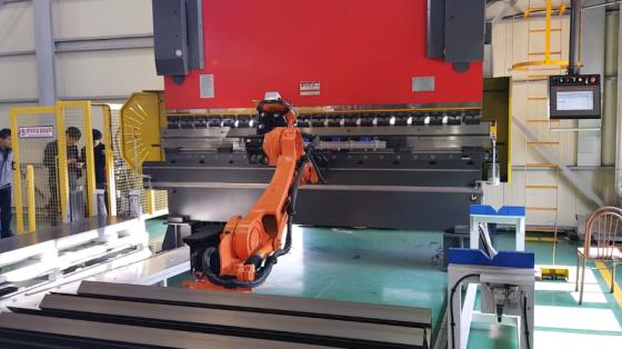 汽车工业/机床管理_冲压/上下料/喷涂/弧焊/装配/钣金折弯_现代机器人