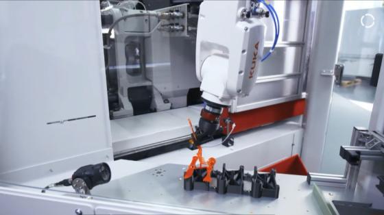 未來的機器人:KUKA機器人用可持續材料生產餐具