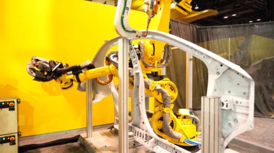 汽车工业_ 汽车车身侧面点焊_发那科机器人