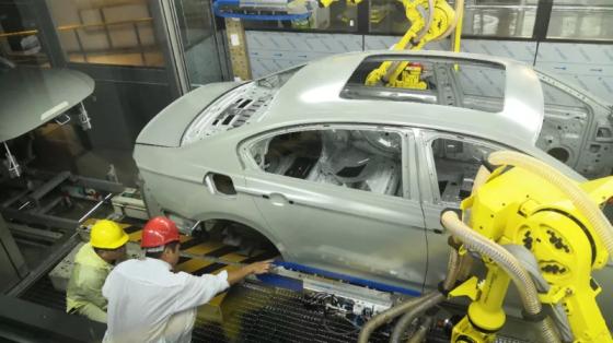 汽车行业_一汽大众涂装车间中面漆线改造_发那科机器人