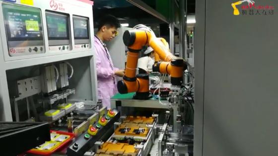 各行业_狭窄空间上下料_遨博协作机器人