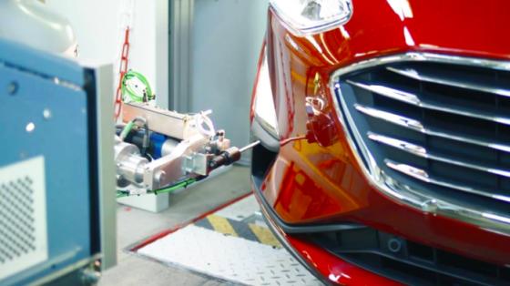 汽车工业_福特汽车公司自动化雾灯安装_KUKA库卡 LBR iiwa协作机器人