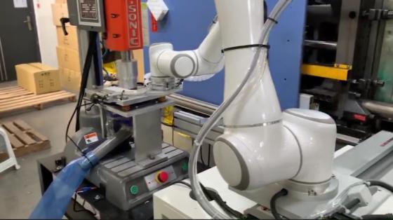 机床管理_注塑/机床上下料/协作机器人用于注塑件冲断_艾利特