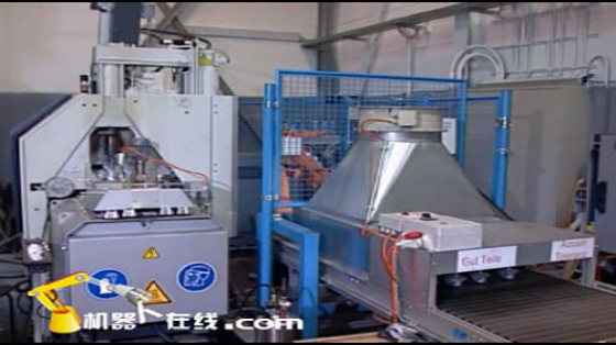 鑄造工業行業_壓鑄/取件/噴霧/R252_庫卡kuka機器人 2