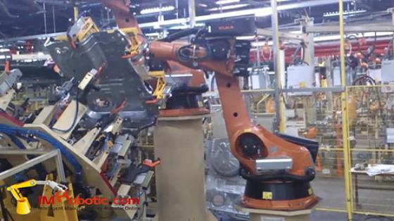 汽车工业行业_白车身/点焊_库卡kuka机器人 3