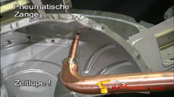 汽车工业行业_白车身/点焊_库卡kuka机器人 2