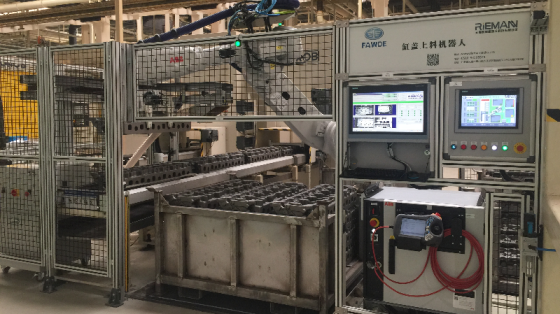 汽车/铸造/机床管理_视觉导引缸盖上料机器人_无锡黎曼