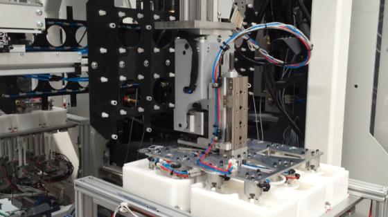 未来的机器人:KUKA机器人用可持续材料生产餐具