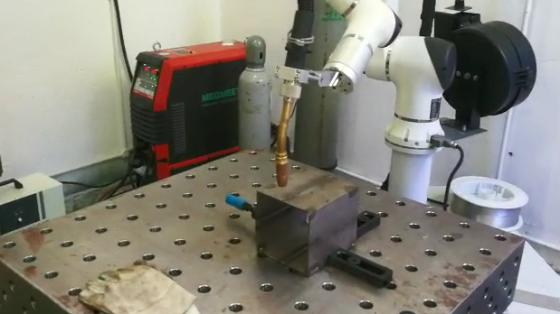 金属加工行业_焊接_大族机器人