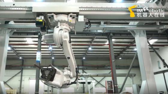 作為第七軸安裝ABB機器人展示_上海博信