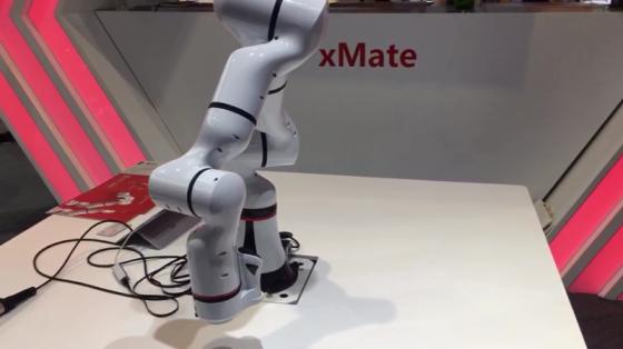 2019工博会新品_珞石xMate柔性协作机器人展示