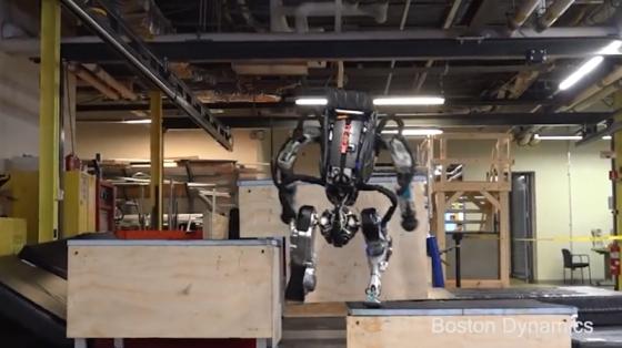 波士顿动力系列:Atlas机器人高台跑酷三连跳