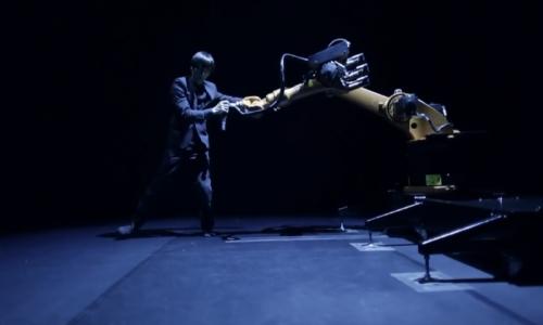 人機舞蹈:黃翊與庫卡機器人合作演繹絕美舞蹈