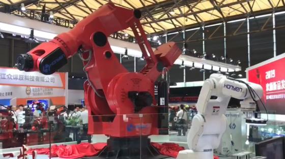 欢颜机器人大金刚展会现场动作