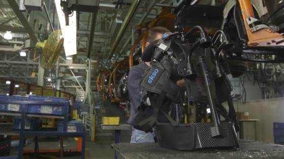 福特汽車公司為工人提供上身的工業外骨骼技術