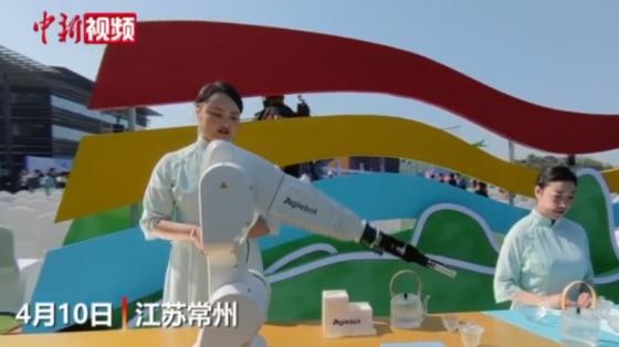 茶葉展上機器人泡茶視頻